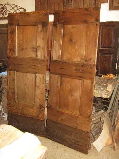 Le due porte rustiche restaurate