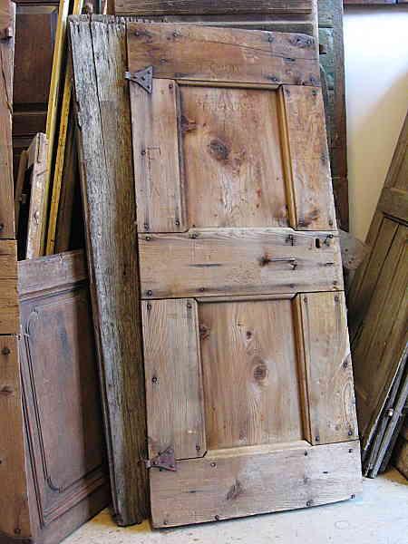 L'Altra porta rustica antica e materica prima del restauro