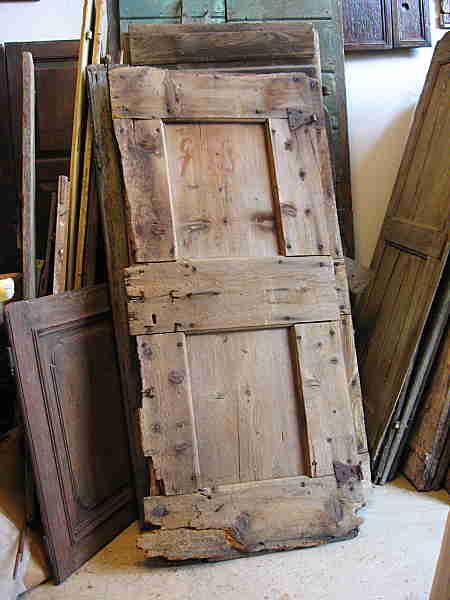 Coppia porte antiche materiche rustiche portantica for Porte in legno grezzo