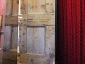 Una delle 2 porte antiche durante il restauro