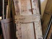 Una delle 2 porte materiche di legno prima del restauro