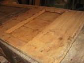 Porta antica dopo pulizia della patina