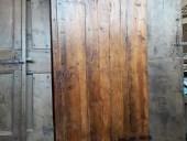 La porta antica rustica restaurata