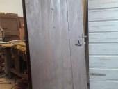 Porte antiche di case vecchie vista posteriore