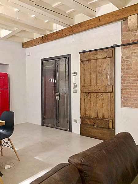 Porta antica rustica scorrevole interno moderno