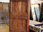 La porta antica rustica completata