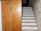 Porta antica restaurata e collocata