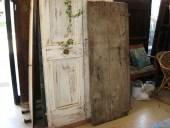 Porta vecchia castagno; porta rustica semplice fatta a mano, prima del restauro