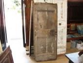 Porta rustica fatta a mano, prima del restauro