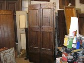 Vista interna porta antica rustica restaurata