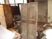 Vista interna porta antica prima del restauro