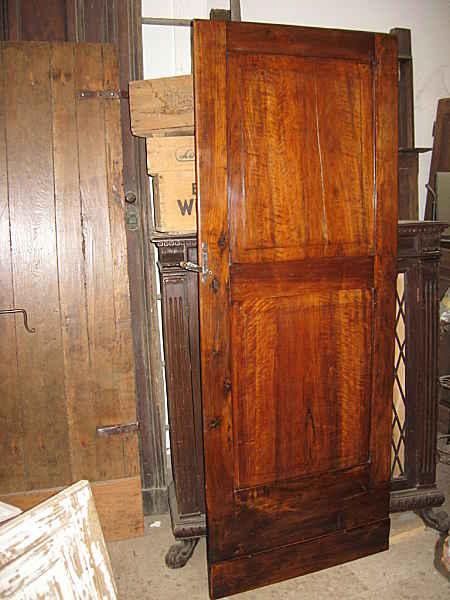 Una delle 2 porticine antiche in noce a lavoro compiuto