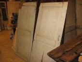 Una coppia di porte antiche in noce nazionale
