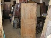 Porta antica rustica fatta a mano, prima del restauro