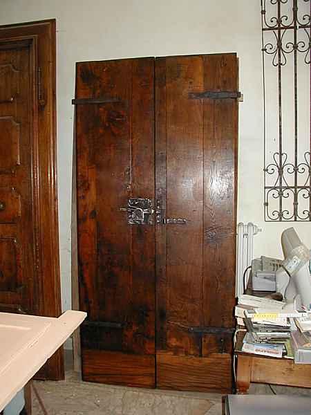 Portoncino rustico nelle fasi del restauro  Portantica