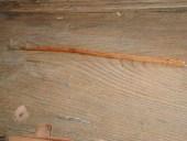 La chiusura di una fessura con incollaggio di legno opportunamente sagomato