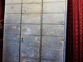 11) Portone antico per arredare interni moderni minimalisti e industrial style