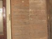 15) Portone per casa rurale; portoncino antico in legno, toscano.