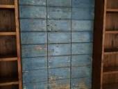 11) Portone antico restaurato in modo materico, ambientato