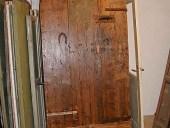 3) Vista posteriore del portoncino antico durante il restauro