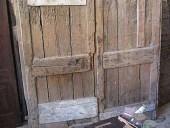 Il portone antico rustico prima del restauro