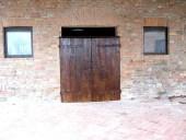 Portone antico restaurato e collocato