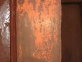 Il colore arancione sotto al marrone