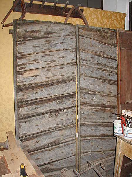 Il portone antico prima del restauro