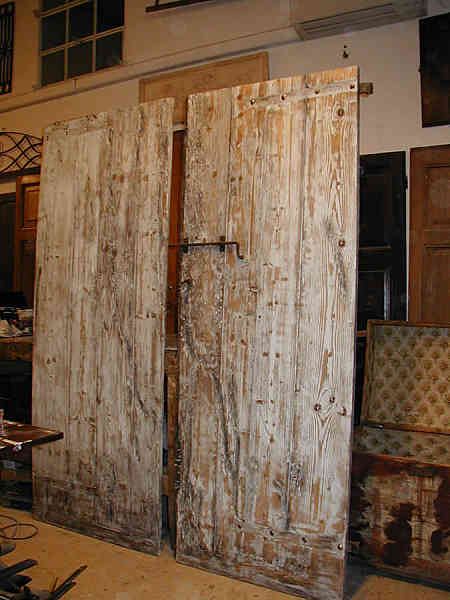 Da portone antico a due porte interne in shabby portantica - Porte country chic ...
