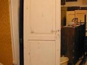 Vista posteriore porta finita in shabby naturale