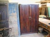 Il vecchio armadio in faggio prima della trasformazione in shabby