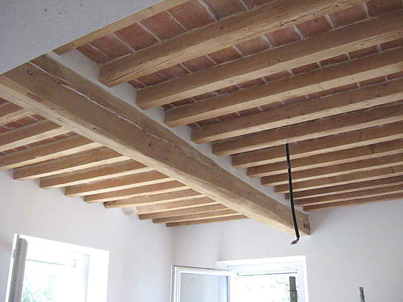 Soffitto con travi in shabby chic naturale portantica for Travi del soffitto della cattedrale