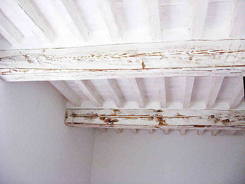 Soffitti Con Travi In Legno : Soffitto con travi in shabby chic naturale portantica