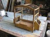 La gabbietta antica per uccellini prima dello shabby