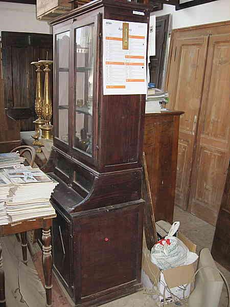 Piccola credenza antica(fine ' 800) con vetrina, realizzabile in shabby chic e in vendita