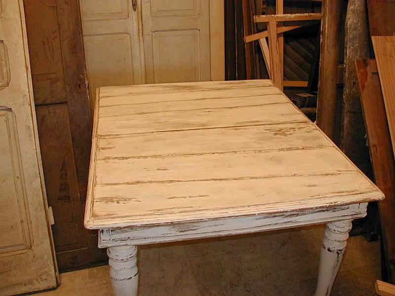 Antico tavolo in noce trasformato in shabby portantica - Tavolo rotondo antico ...