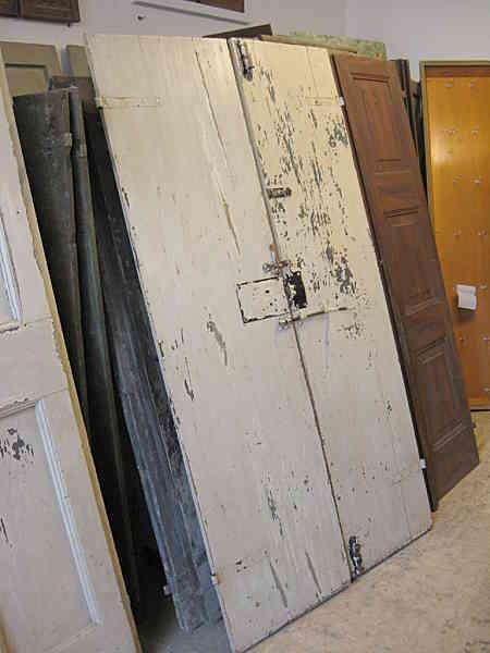 Vista posteriore porta in shabby