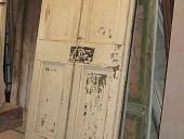 La porta antica in shabby chic vista frontale