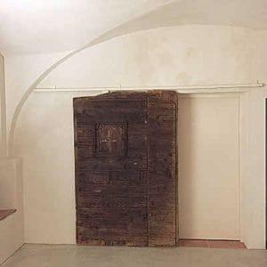 Portone antico reso scorrevole col kit di Portantica ed aperto