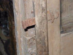 Saliscendi, saltarello o marletta di porte vecchie o antiche.
