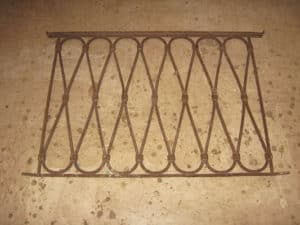 Grata antica in ferro battuto misure 66 x 101.