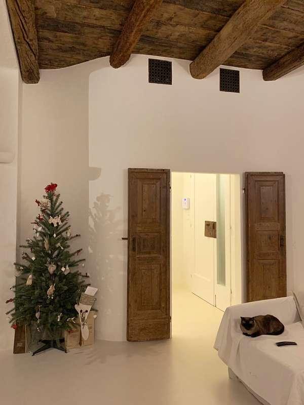 Porta antica restaurata matericamente