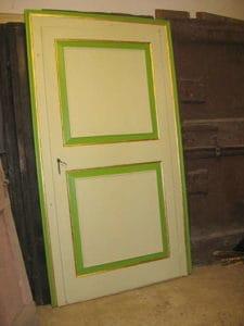 Porta antica rilaccata in altro colore