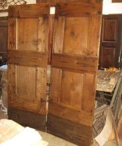 Dopo l'allungamento ed il restauro conservativo le 2 porte materiche affiancate